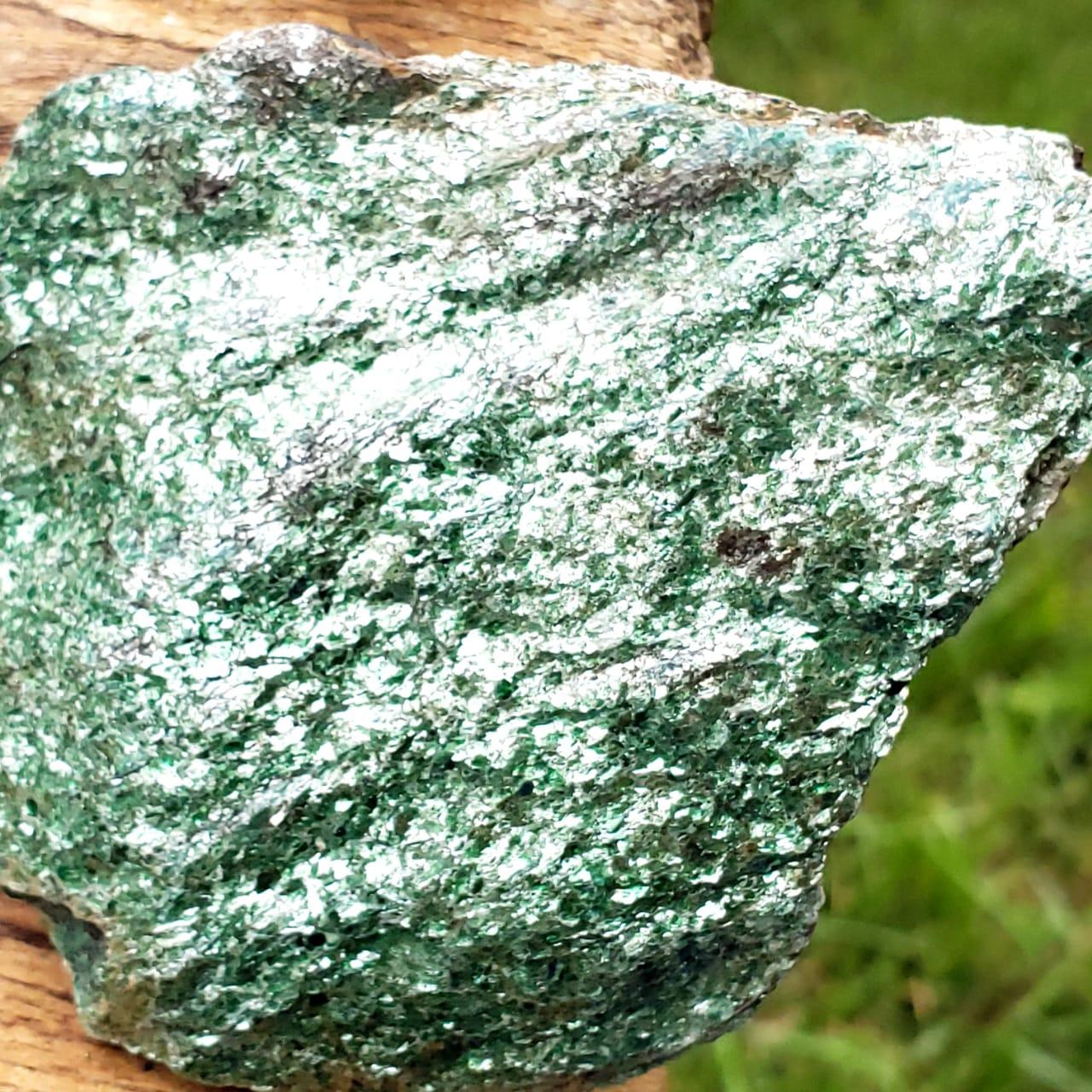 Pedra Bruta Fuchsita Mica Verde
