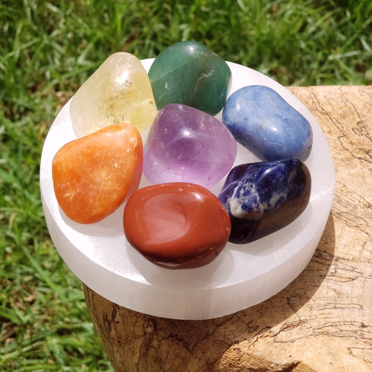 Pedra dos 7 Chakras com Suporte de Selenita
