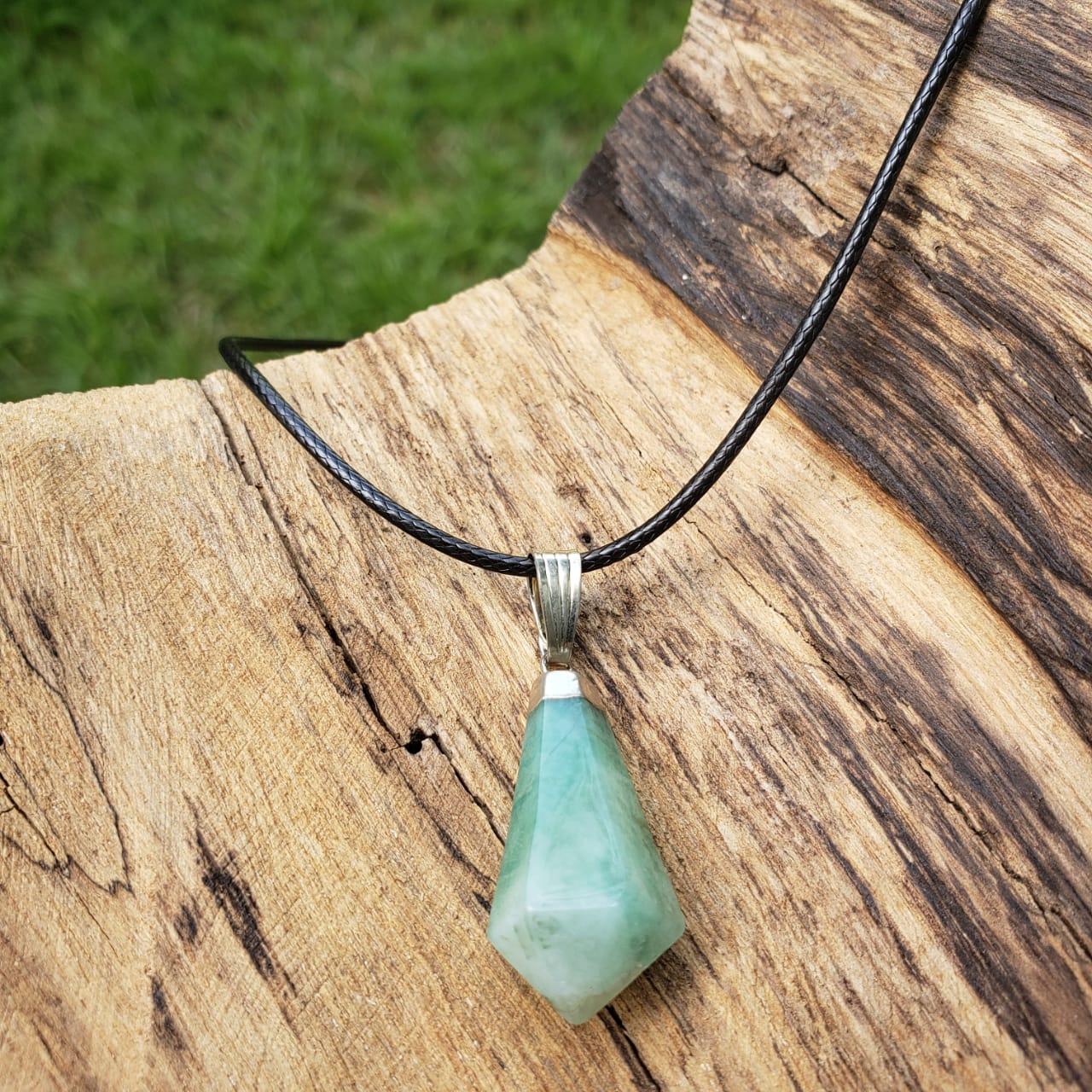 Pingente Cristal Esmeralda Pedra Polida + Cordão