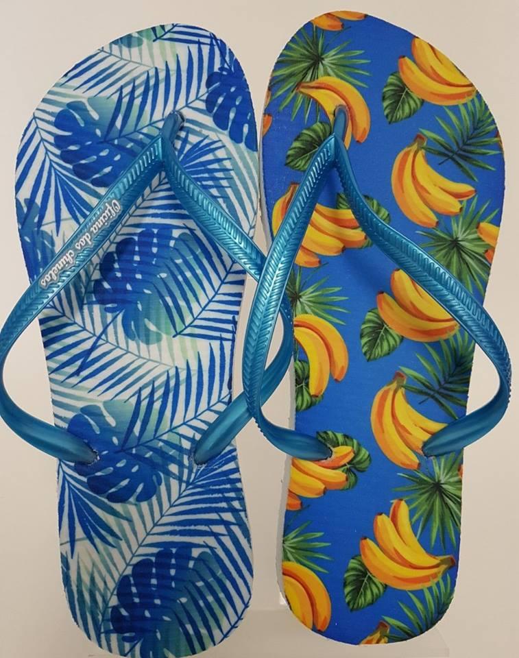 Bananas com folhagens