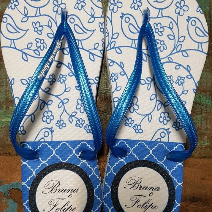 Passarinhos azuis e losangos