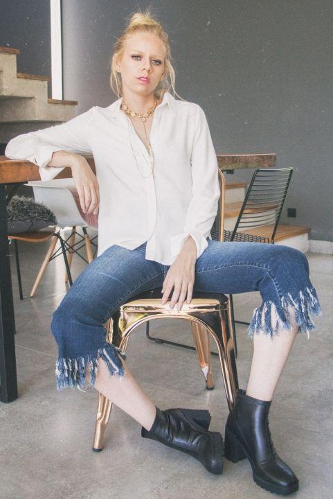 Calça Pantacourt Jeans Barra Desfiada
