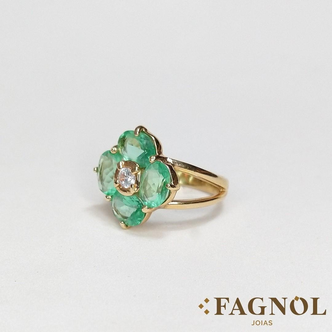 Anel Semi Jóia Dourado com Flor de Cristal Verde e Zircônia