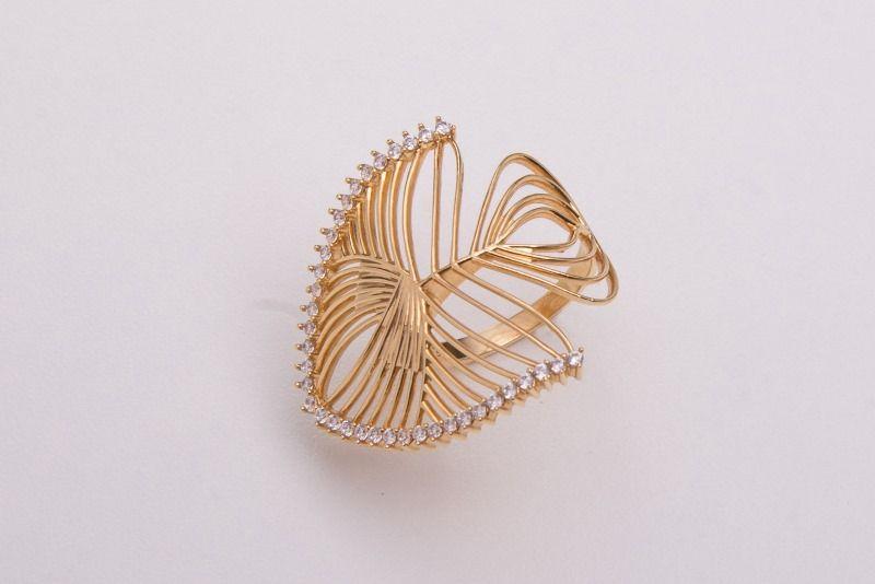Semi Joias Anel dourado com Pedrinhas de zircônias