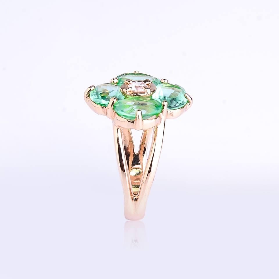 Semi jóias Anel dourado com flor de cristal verde com zircônia