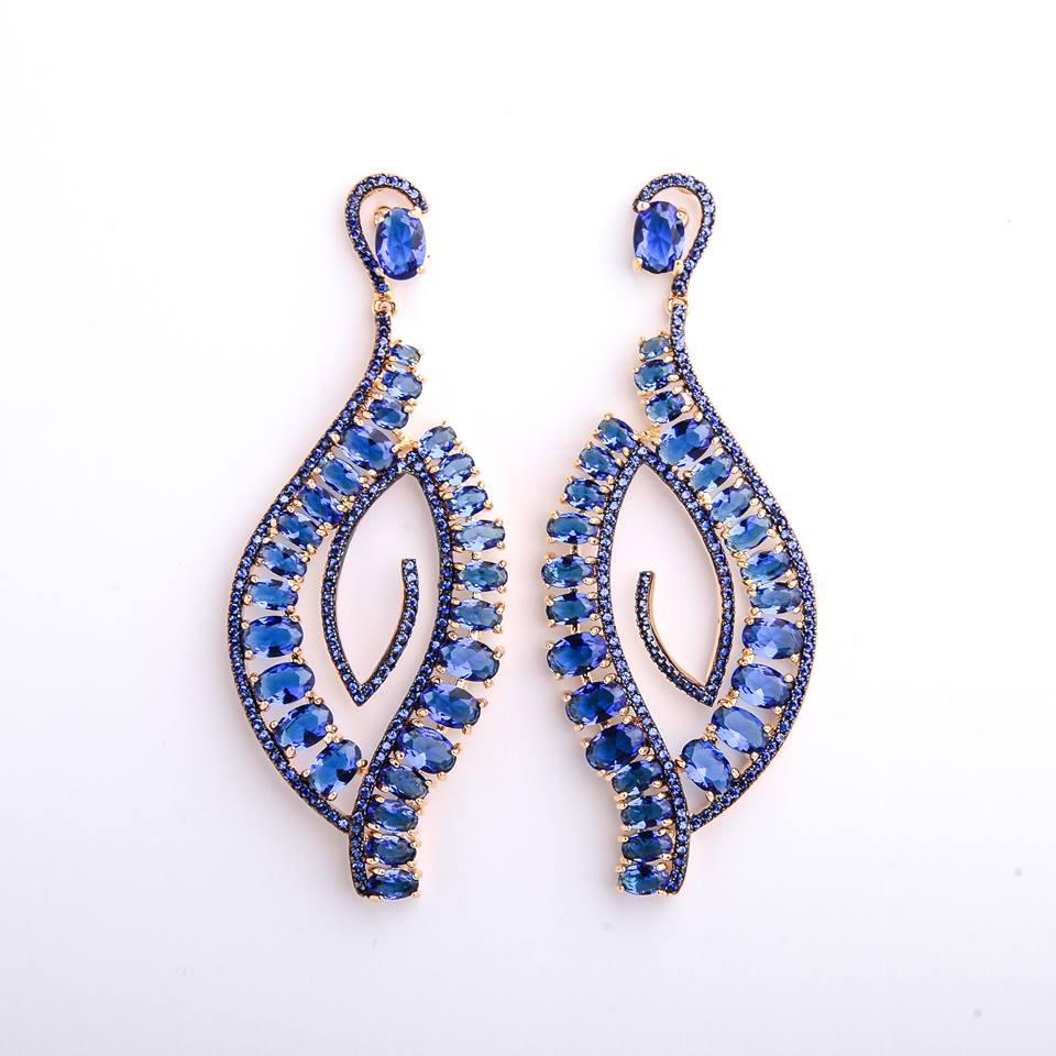 Semi joias brinco dourado cravejado com zircônia azul