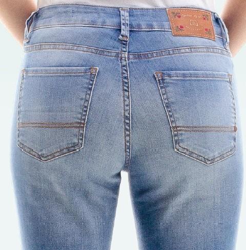 Calça Jeans Feminina Escaramuça Bruta Detroyed Kansas