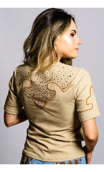 T-Shirt Feminina Miss Country Luz
