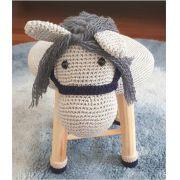 Banquinho Infantil Forrado em Crochet - Cavalo