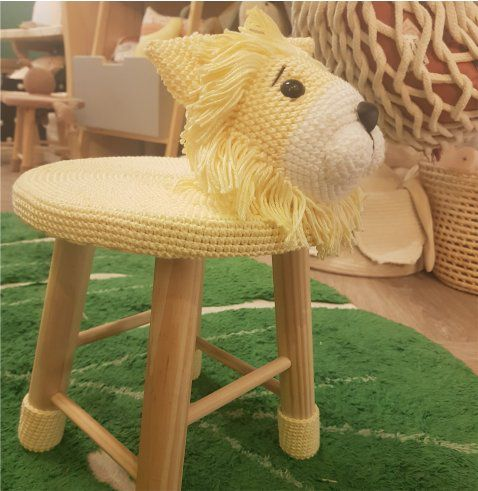 Banquinho Infantil Forrado em Crochet - Leão