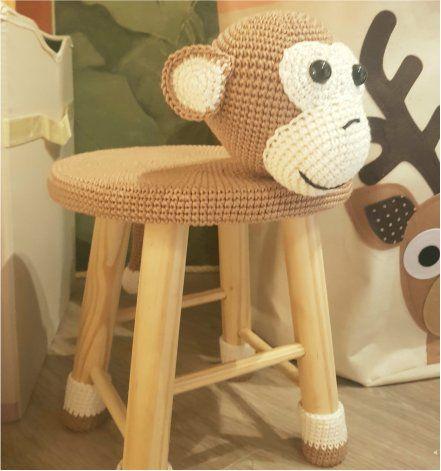 Banquinho Infantil Forrado em Crochet - Macaco