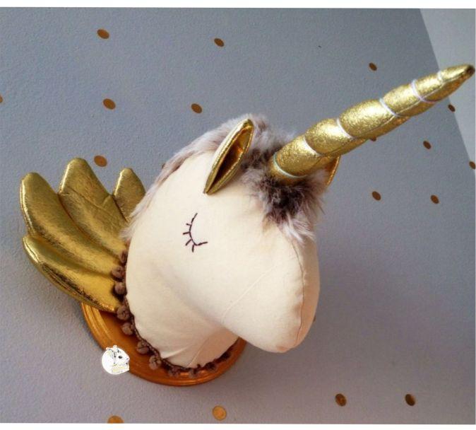 Cabeça de Parede - Unicórnio Bege e Dourado