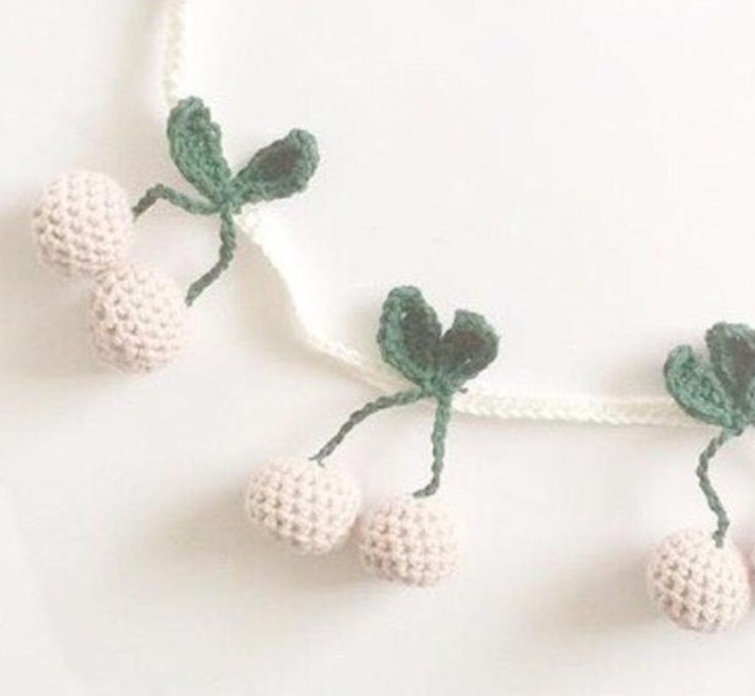 Fio de Cerejas em Crochet - Cru