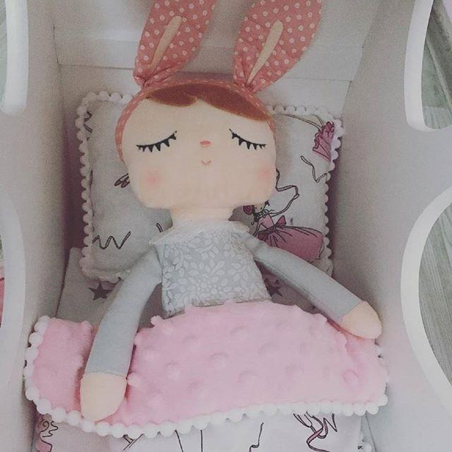 Boneca Metoo Angela Bunny - Vestido Cinza 33 cm
