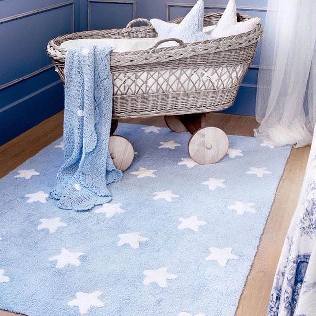 Tapete Lorena Canals Azul Claro com Estrelas Brancas - 1.20 x 1.60 m