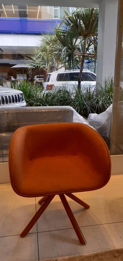 Cadeira Lilly giratória (A)