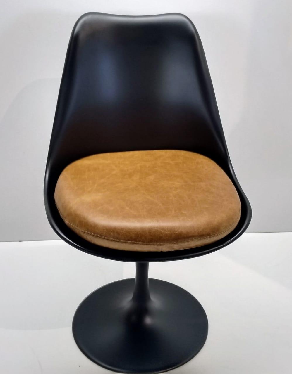 Cadeira Saarinen (A)