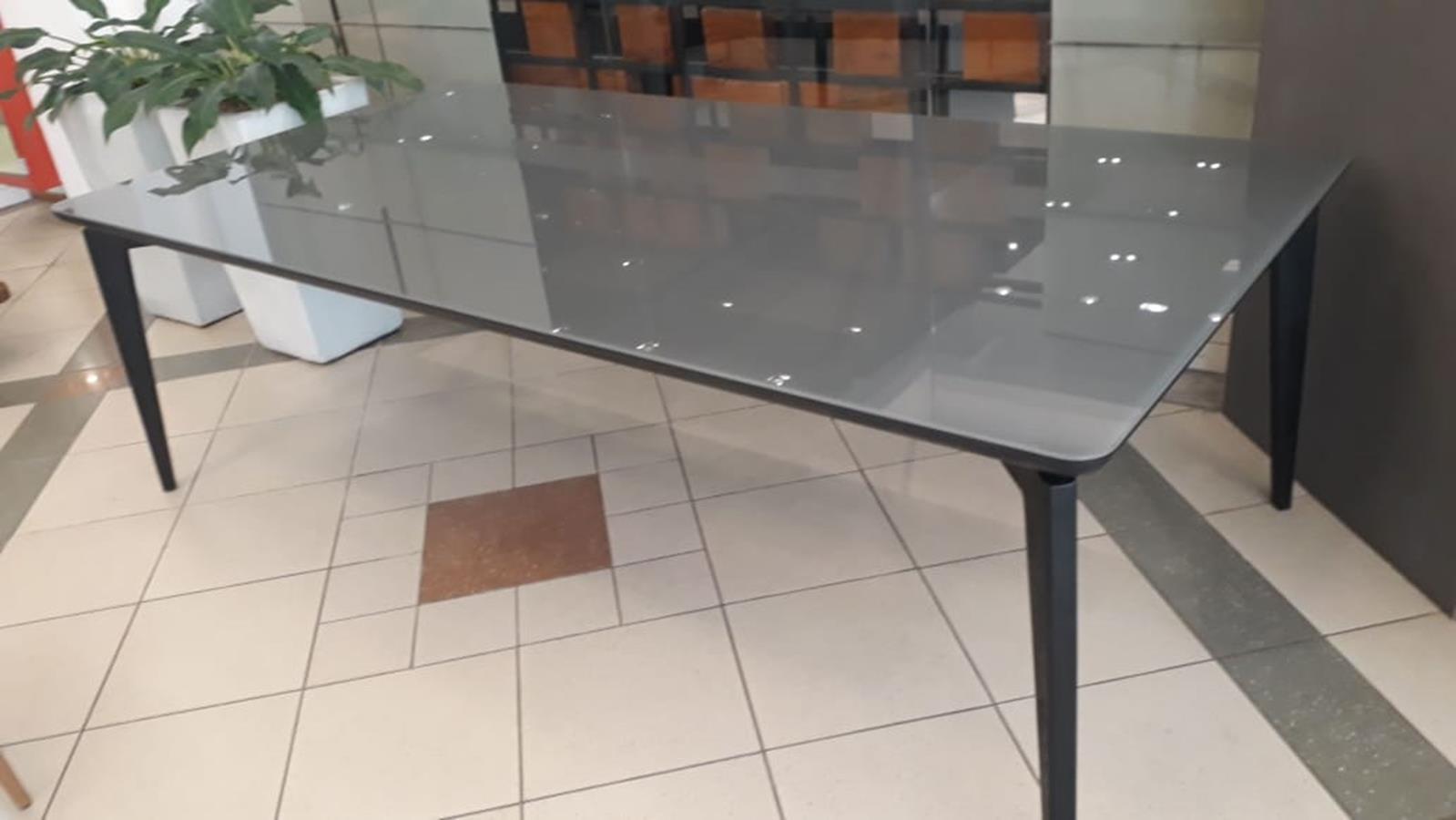 Mesa de jantar Drop (A)