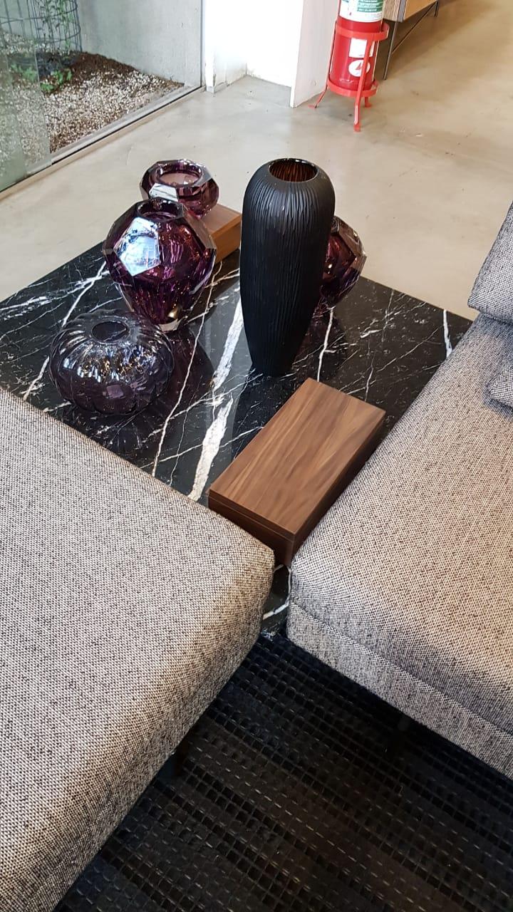 Sofá Mark com mesa de mármore (C)