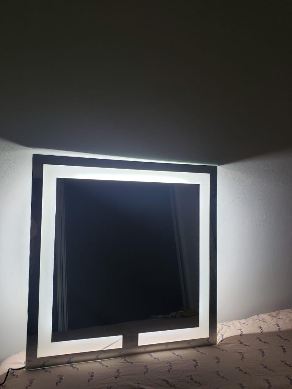 Espelho LED neutro quadrado iluminado jateado - 60x60cm