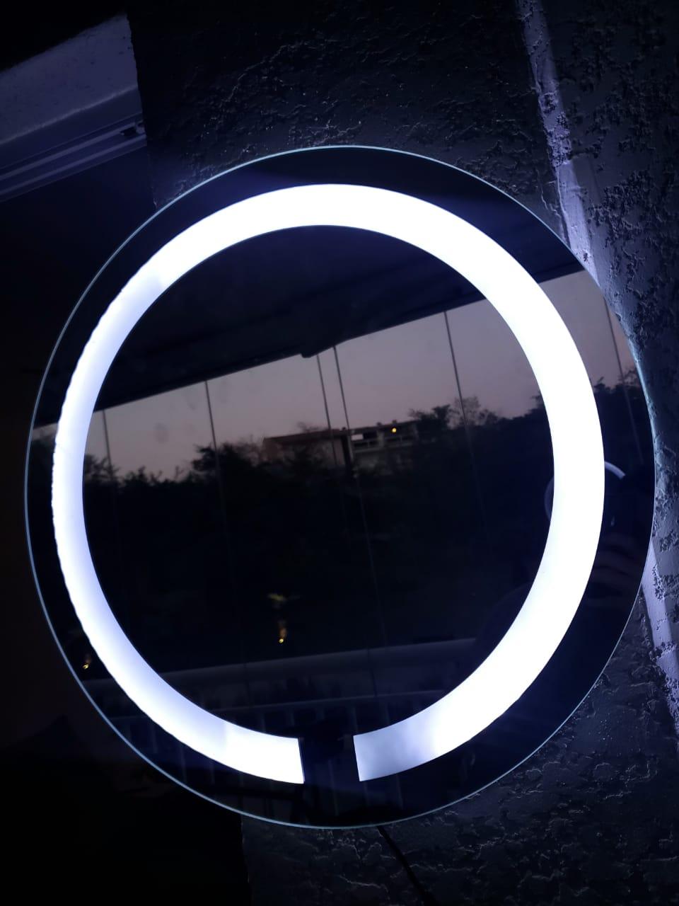 Espelho com led neutro jateado 60cm