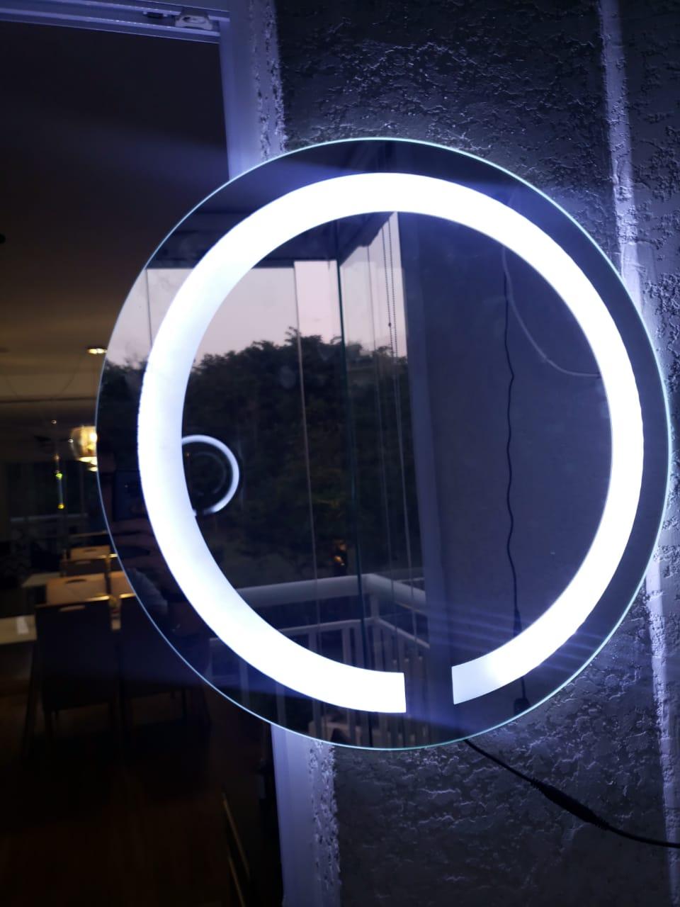 Espelho jateado Redondo 50cm com LED frio