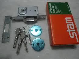 Fechadura para porta de correr ou bater 1008 Stam cromada chave tetra