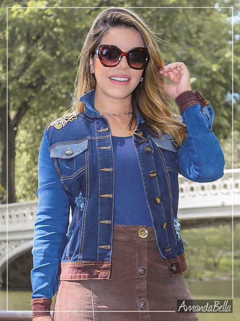 70027e6d81 Jaqueta Jeans Feminina com Bordado no Ombro - Joyaly