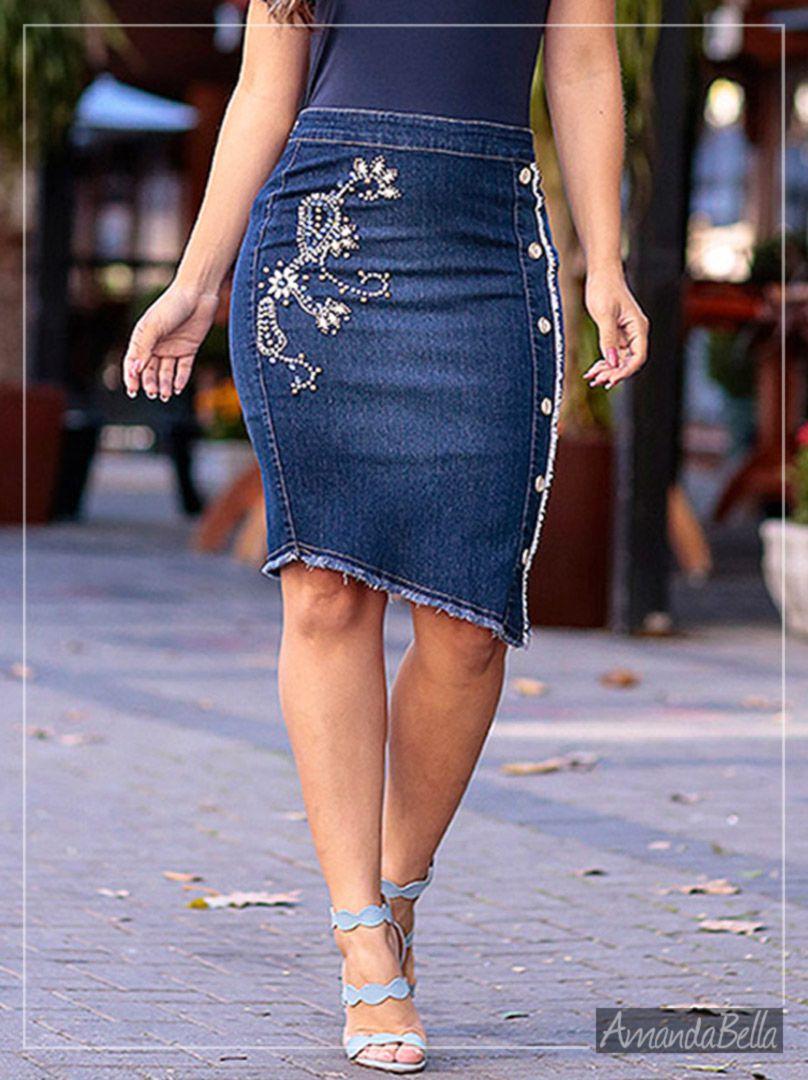 Saia Jeans Secretária Bordada com Recorte Assimétrico