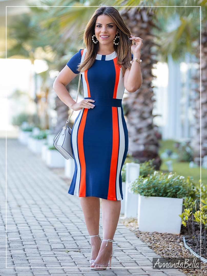 Vestido Tubinho com Recortes Diagonais-Moda Executiva