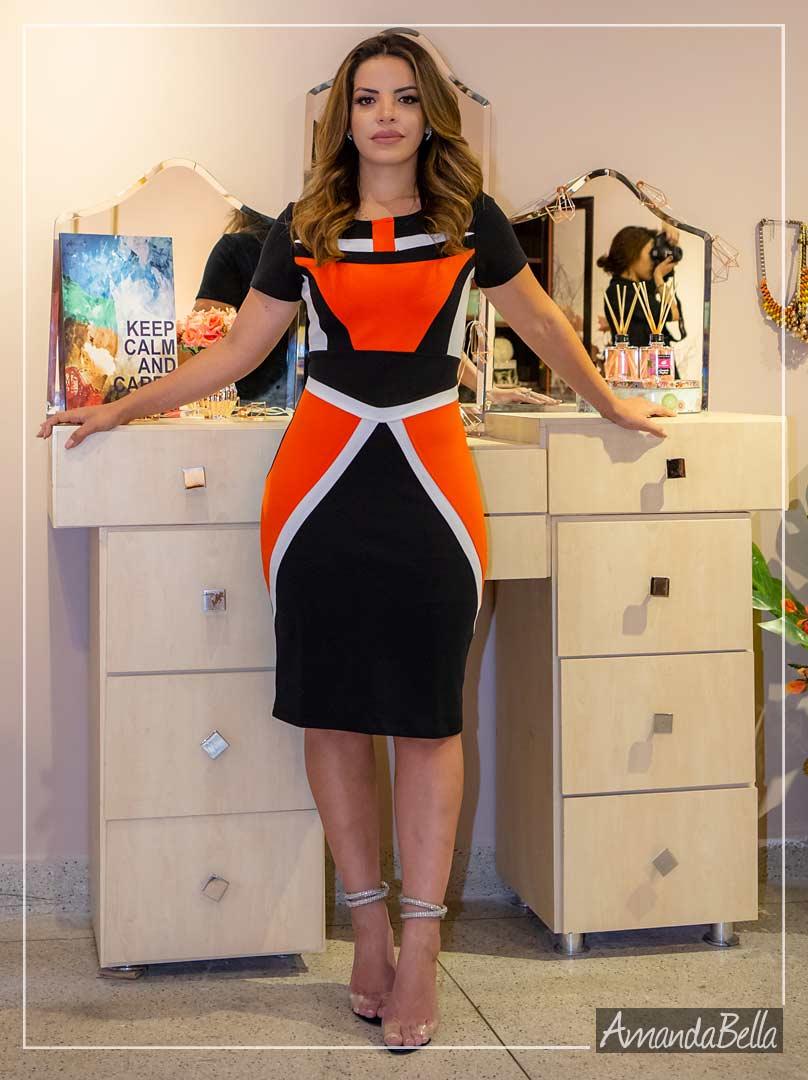 Vestido  Tubinho Com Recortes Frontais - Moda Executiva