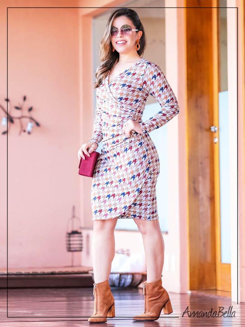 Vestido Tubinho Transpassado com Recortes - Boutique K