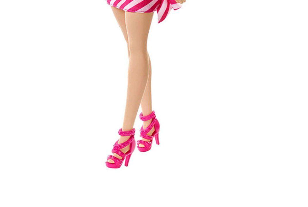 Boneca Barbie Básica Glitz Vestido Rosa Morena Mattel