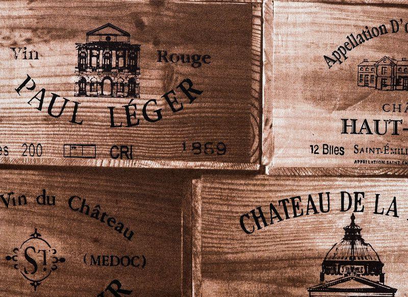Papel de Parede Vinílico Coleção Space Home II Caixas de Vinho Tons de Marrom Escuro