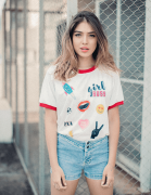 Camiseta College Girl Boss Patches