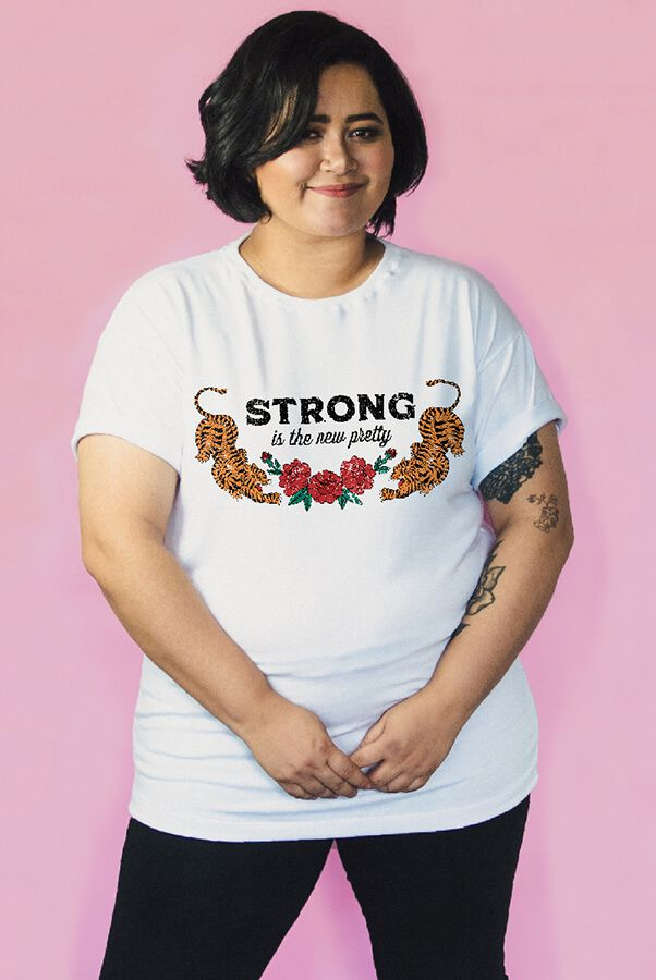 Camiseta PLUS SIZE Strong is the New Pretty  - Doiska