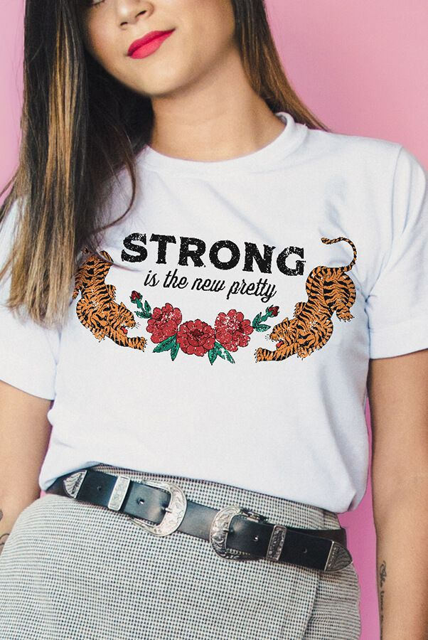 Camiseta  Strong is the New Pretty