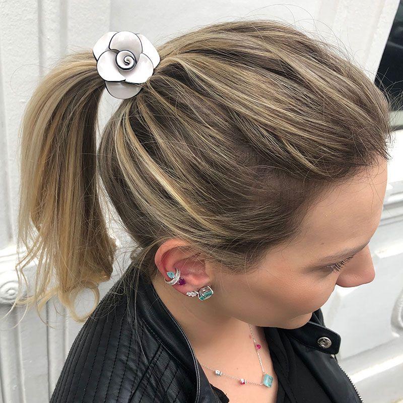 Amarrador de cabelo flor em acetato off white