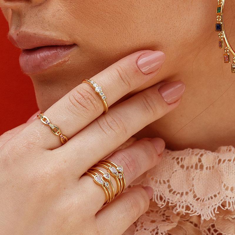 Anel Milliá Elos Detalhes Coloridos Banho de Ouro