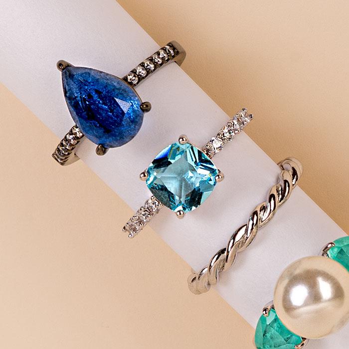 Anel pedra azul quadrada aro com zircônias ródio branco