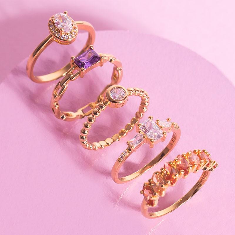 Anel pedra retangular roxa banho de ouro