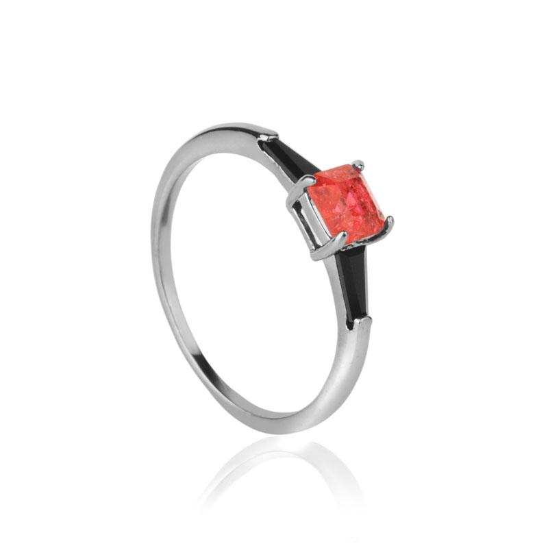 Anel solitário pedra quadrada vermelha e preta ródio negro