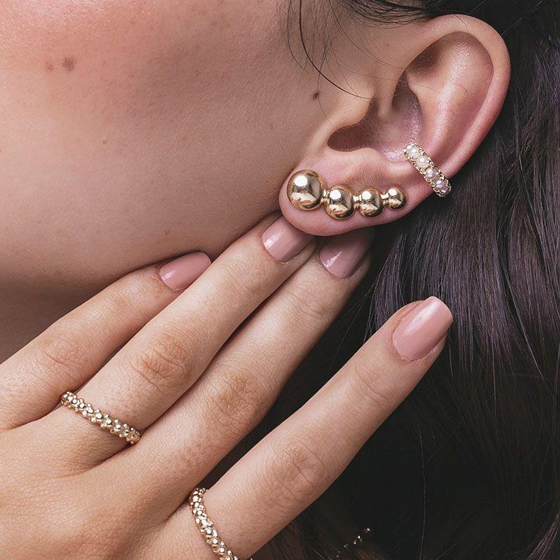 Brinco ear cuff bolinhas banho de ouro