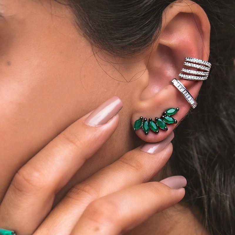 Brinco ear cuff navetes cor esmeralda banho ródio negro