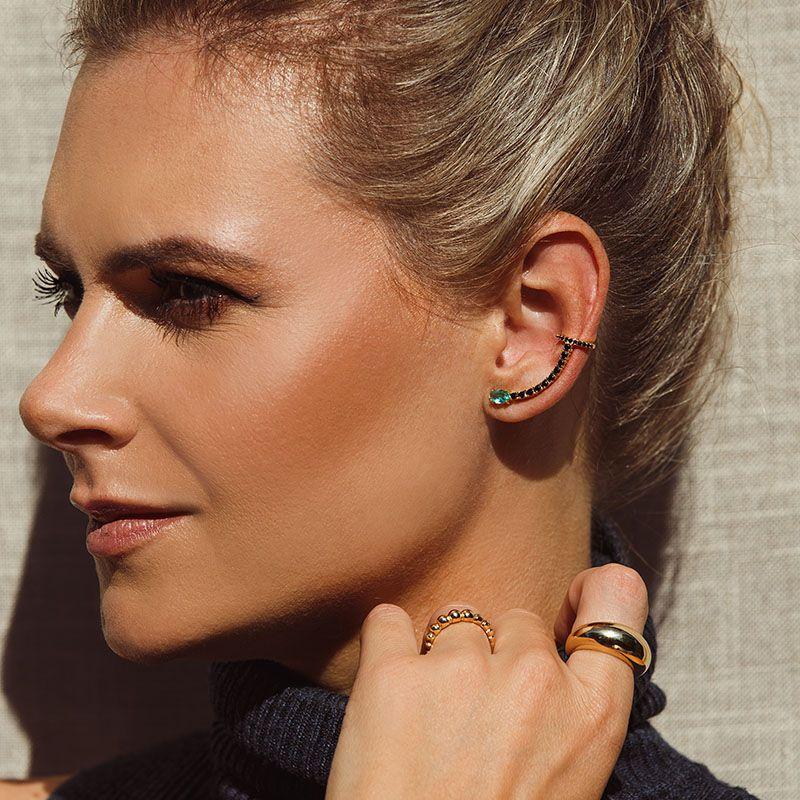 Brinco ear cuff pedra cor turmalina com zircônias negras dourado