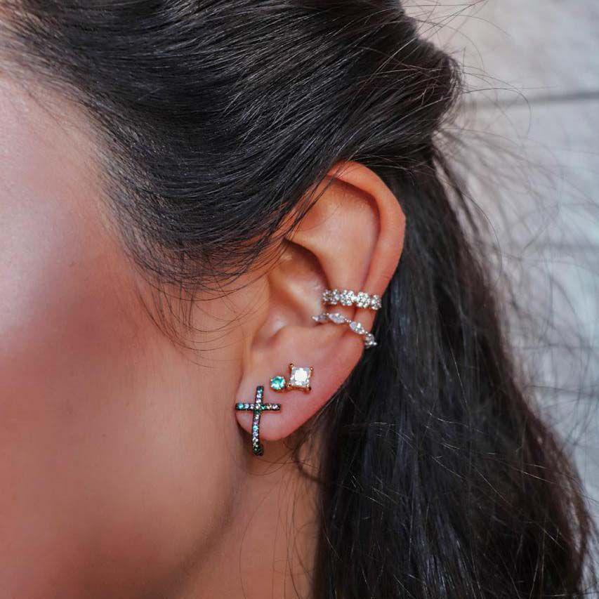 Brinco Ear Hook Cruz Colors Banho de Ouro