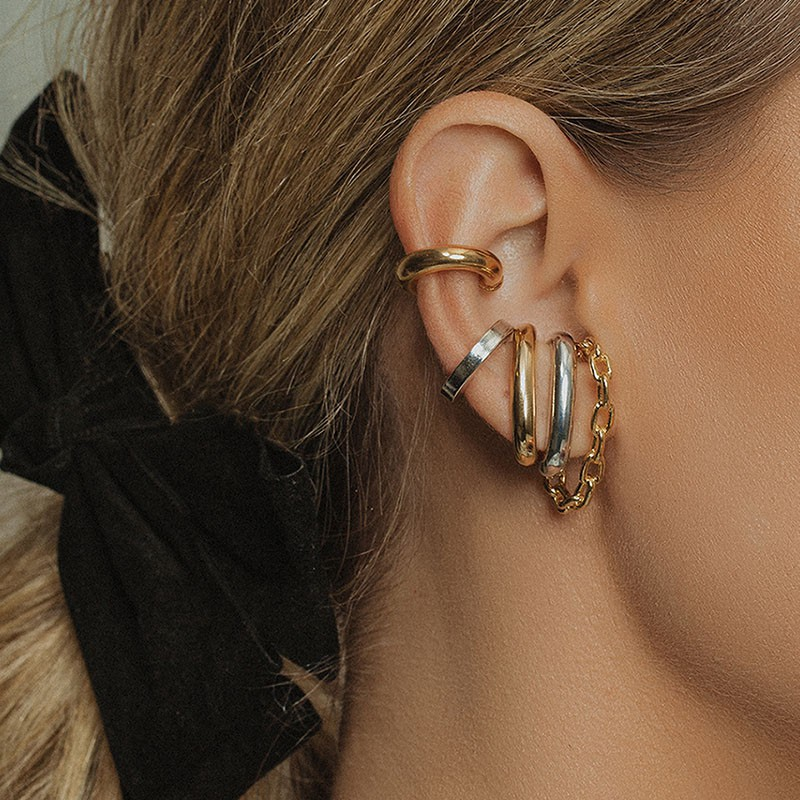 Brinco ear hook fake tubo grosso liso banho de ouro