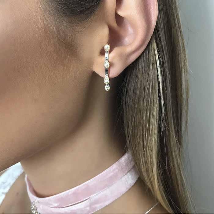 BRINCO EAR HOOK PÉROLAS PRATA