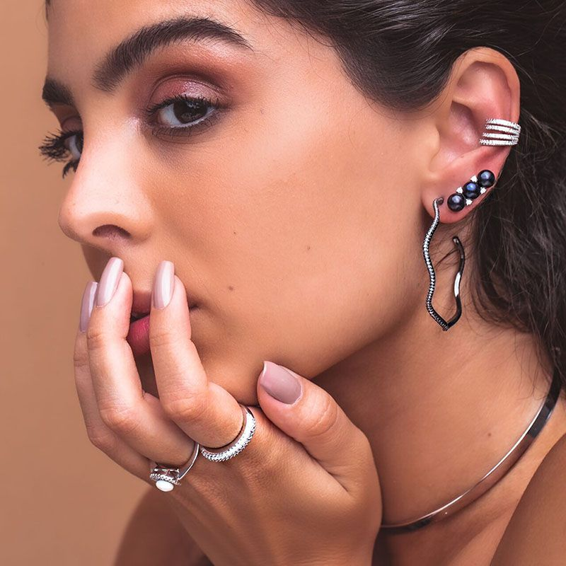 Brinco em prata 925 ear cuff pérolas negras e zircônias ródio