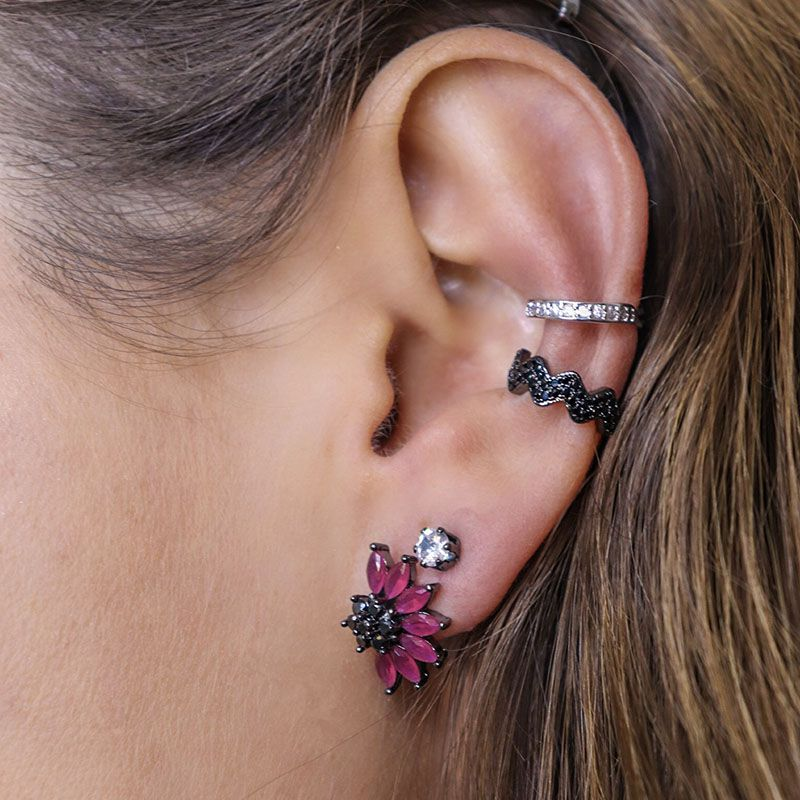 Brinco flor cor rubi e zircônias negras ródio negro
